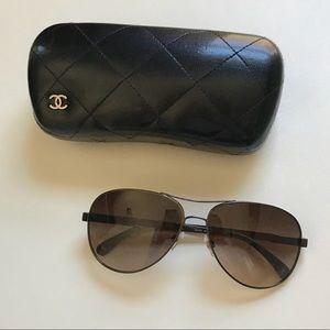 CHANEL Collection Miroir 4179 Sunglasses